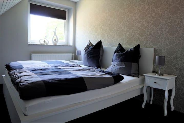 Schlafzimmer Doppelbett 1,80x2,00m