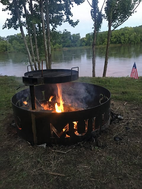 Romantic cabin on the White River