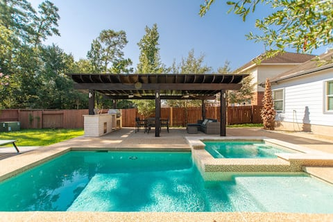 NEW Family PRIVATE POOL Home in The Woodlands