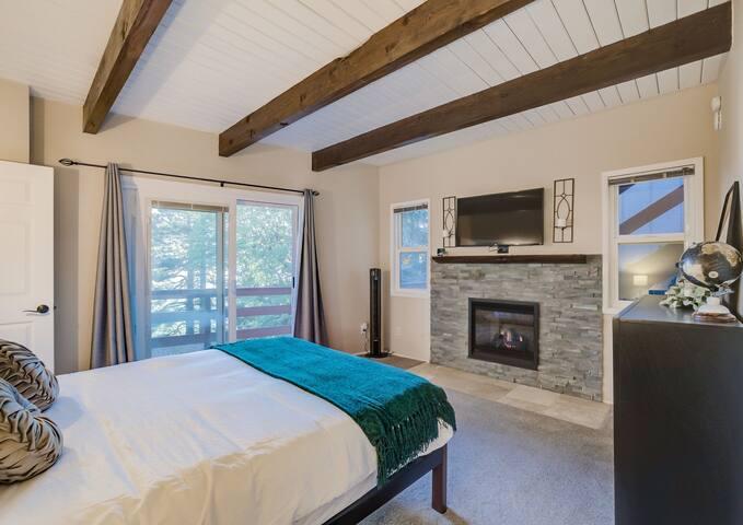 MASTER BEDROOM, FULL BATHROOM, WALK-IN CLOSET, ELECTRIC FIREPLACE, SMART TV, NETFLIX READY.