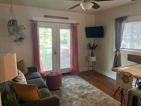 Adorable apartment  in the Heart of Chico CA.