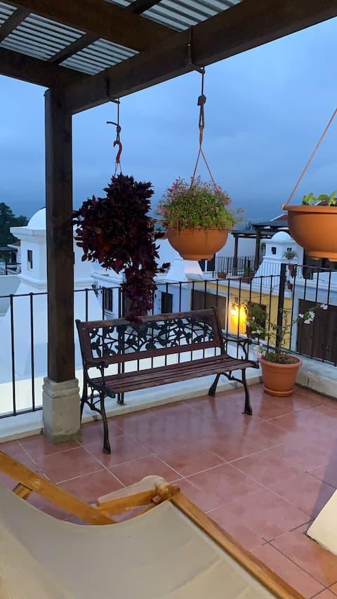 Acogedora casa con un lindo jardín y terraza