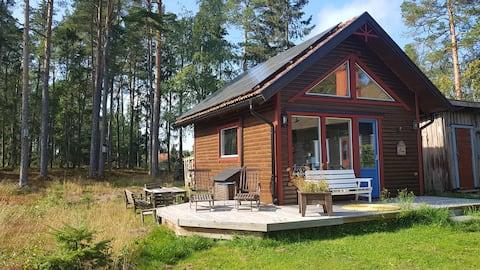 Недавно построенный гостевой дом рядом с озером Vänern и зоной для купания
