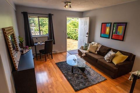 Cowichan Haus *New Reno* Self Check-In & Parking