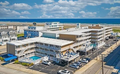 Family orientated beach front condo Wildwood Crest
