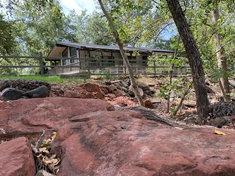 Creekside Cabin Under the Sycamores