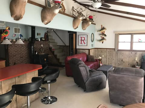 Peaceful cabin on 3 acres - 400 feet of riverfront