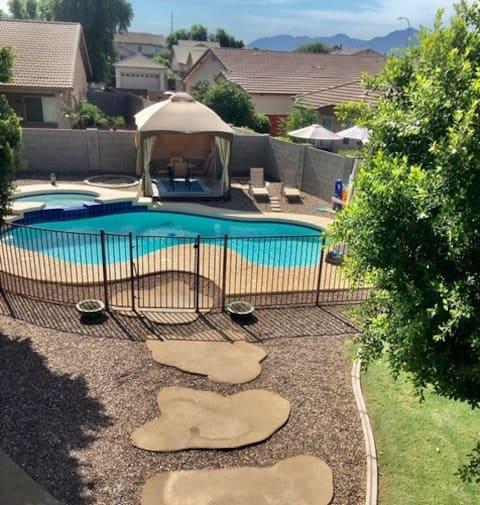 Huge Yard, Heated Pool and Spa Family Oasis