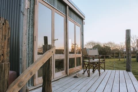 Free Fall Hut : Rustic cabin with orchard views