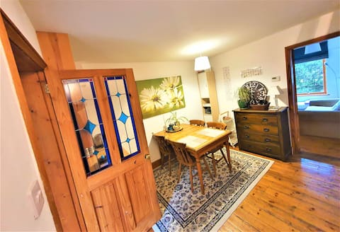 Cozy 2 bedroom house walking distance to centre