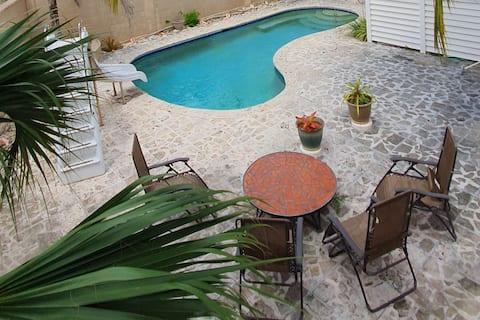 """Blue Magarita"" - 1 bedroom with pool"