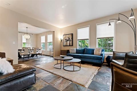 Spacious, Stylish Home Steps from River/Greenbelt