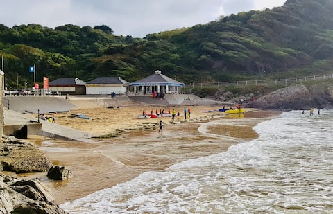 Summercliffe Chalet close to Caswell Beach.