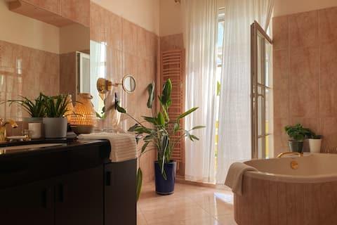 Charming flat with luxury bathroom and balcony