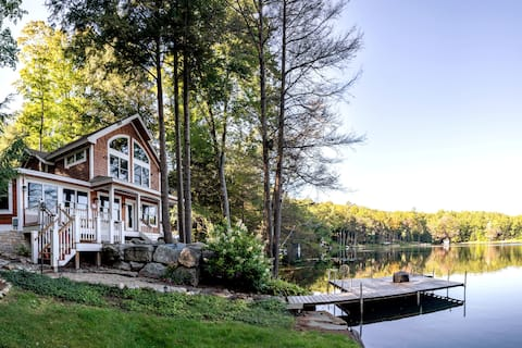 Tranquil Private Lakefront 4BD Cottage w Hot tub