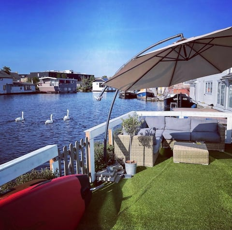 Houseboat in Amsterdam: terras to swim/sup/relax