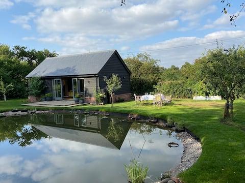 Stunning lodge in idyllic setting,  near Cambridge