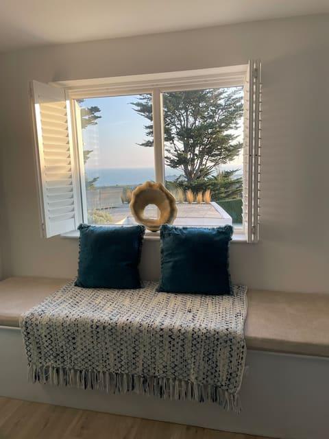 Holiday Home with panoramic coastal and sea views
