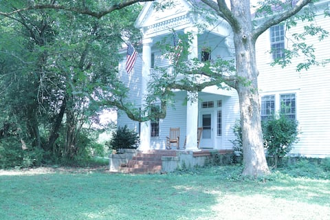 Historic Farm House *15 miles from Dwnt. Athens*