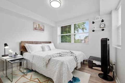 Warm & Cozy, Newly Remodeled Private Space.