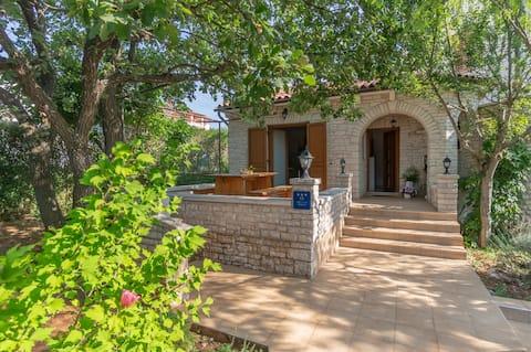 House Salvia - Fairy Tale In Stone