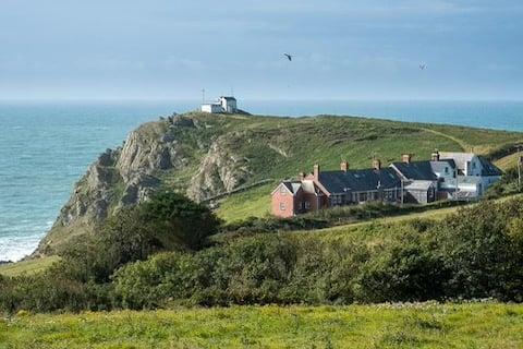 Coastal Cottage with fantastic sea views