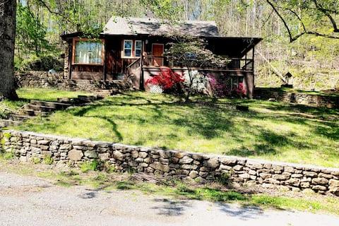 Unique Creekside Cabin. Private yet close to town