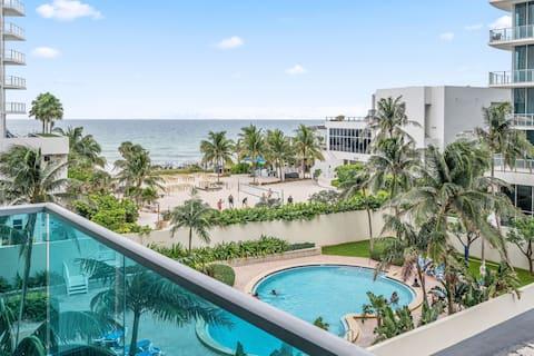 Hermosa vista AL mar DE UN dormitorio con acceso A LA playa