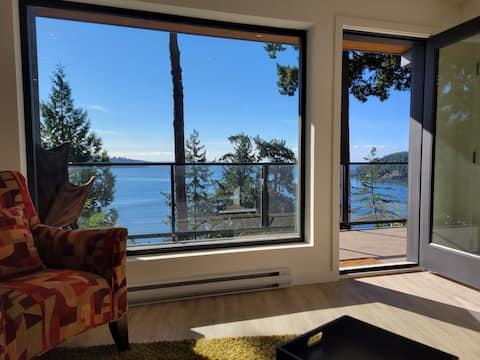 Exquisite and brand new 1-bedroom ocean view suite