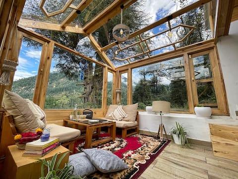 A Cozy Wooden Cabin & Attic | Itsy Bitsy