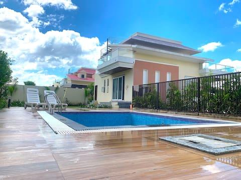 Malibu - Luxury Villa with Home Theater & Pool