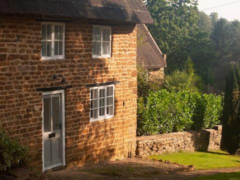 Luxury quaint cottage on village green
