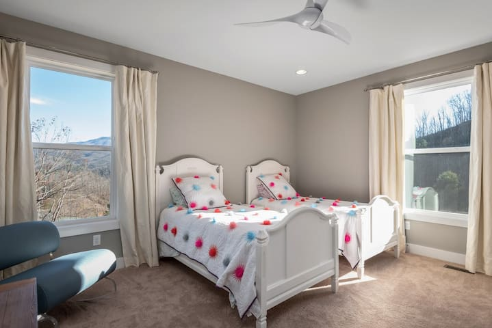 3rd bedroom with double twin beds.