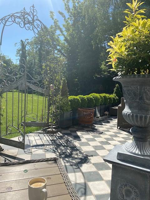 Lyndhurst - Victorian villa with beautiful gardens