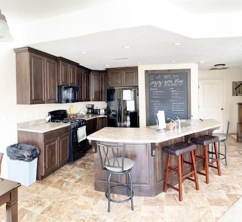 CLEAN! 3bd2.5Bth SelfCheck-IN Perfect for Families