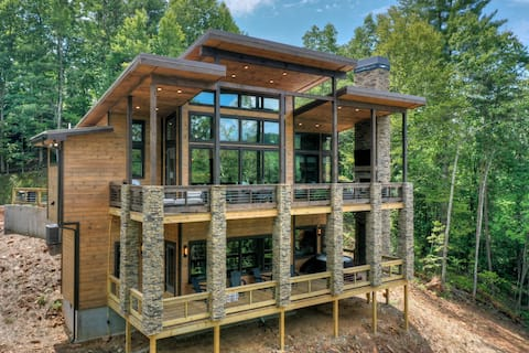 Luxurious Mountain Dream'n New Build with Hot Tub