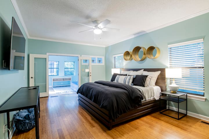 Large first floor primary bed room