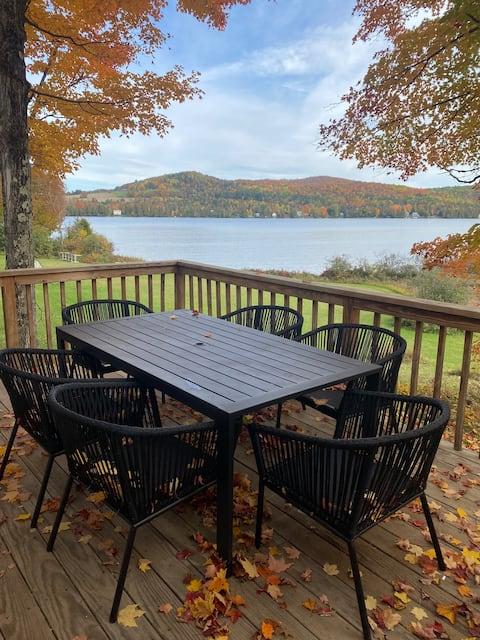 Remodeled 2 bedroom + loft lakefront cottage
