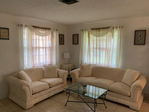 Cheerful 2-bedroom residential home