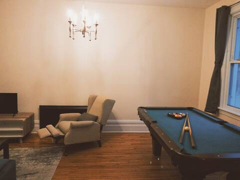 Centrally-located 2-bedroom Apartment w/free park