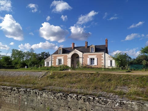 Authentic lock house near Chenonceau and Beauval