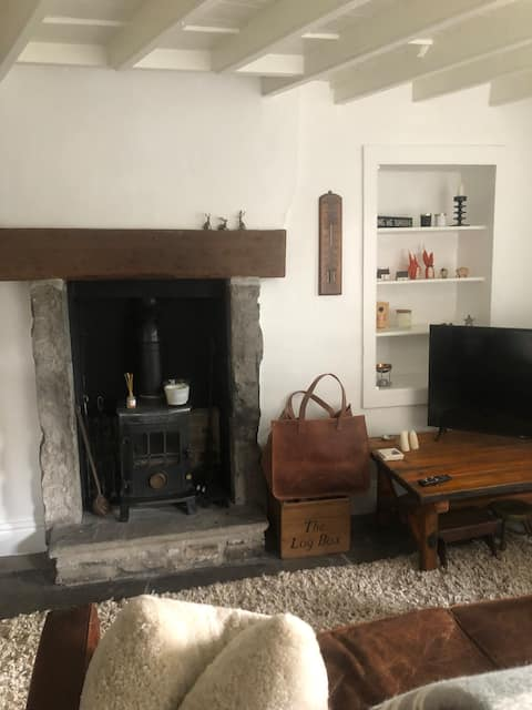 Cosy one bed cottage with patio and wood burner