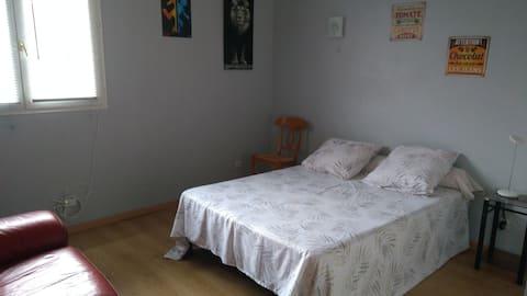 Chambre3. 1 lit, ptit dej, Wifi, recharge elec.