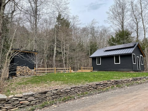 Modern Off-Grid Renovated Schoolhouse (with Sauna)