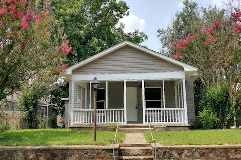 Cheerful 2-bedroom Bungalow with free Wi-Fi