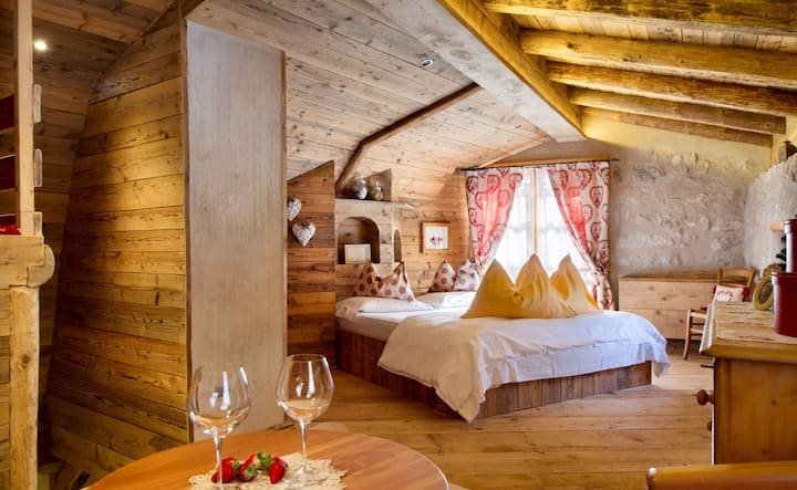 Sogno di Fiaba: romantic mountain chalet