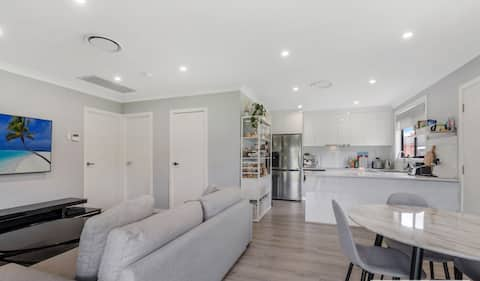 Comfy 2 bedroom place with Patio