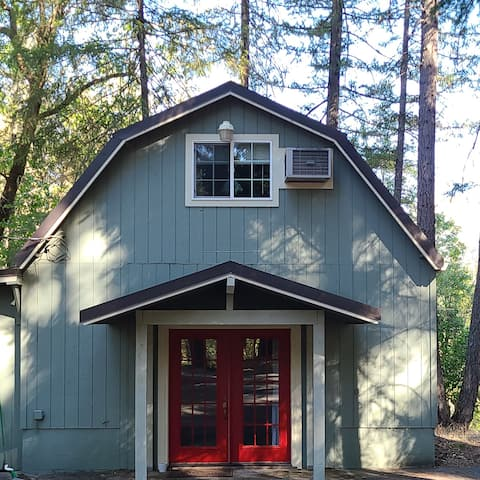 Guest Cabin on the Wild and Scenic Rouge River