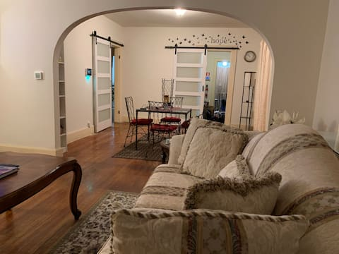 Comfortable Clean2-Bedroom residential with Patio
