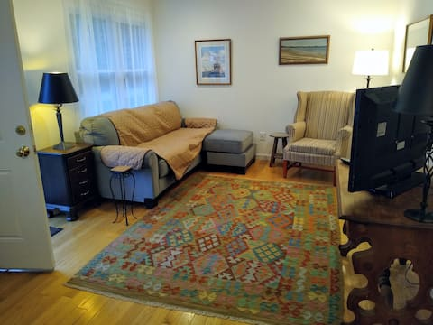 Bright and Cheerful Two Bedroom Home in Mystic